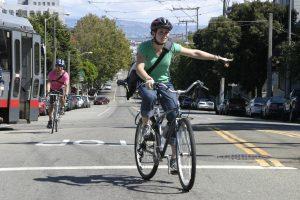 ciclista-sinalizando