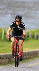 mulher-pedalando