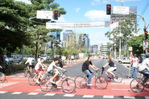 ciclistas nas faixas