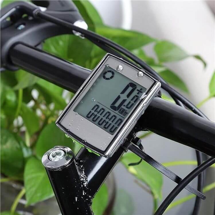 velocímetro para bike acoplado no guidão da bicicleta
