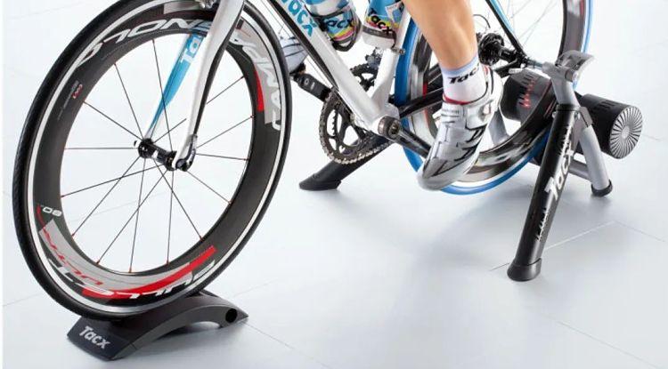 rolo de treino simulação de pedalada para ciclista