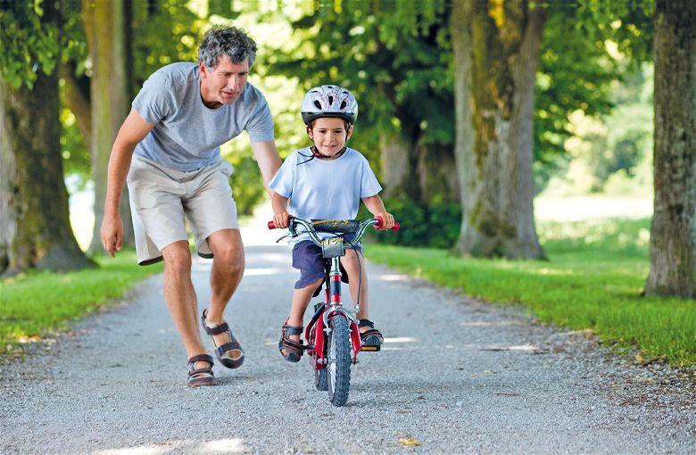 ensinando a andar de bicicleta
