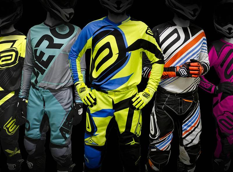 Banner com modelos de roupas ASW para ciclistas