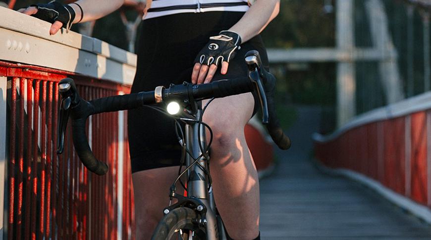 imagem com iluminação para ciclismo em foco